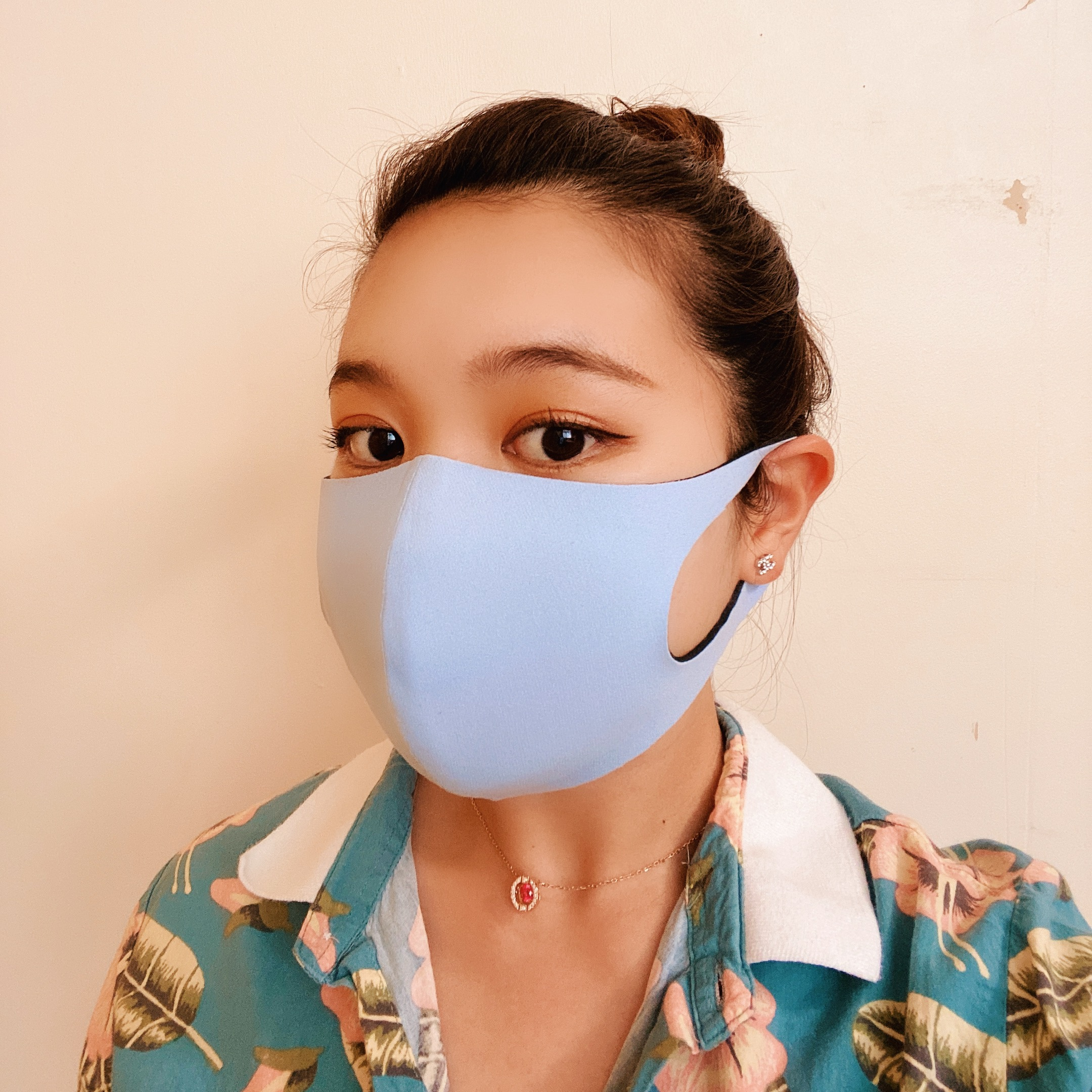 ウェットスーツ素材のフェイスマスク